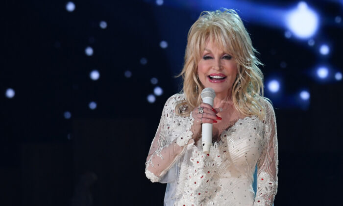 U.S. singer Dolly Parton performs onstage during the 61st Annual Grammy Awards in Los Angeles, on Feb. 10, 2019. (Robyn Beck / AFP via Getty Images)