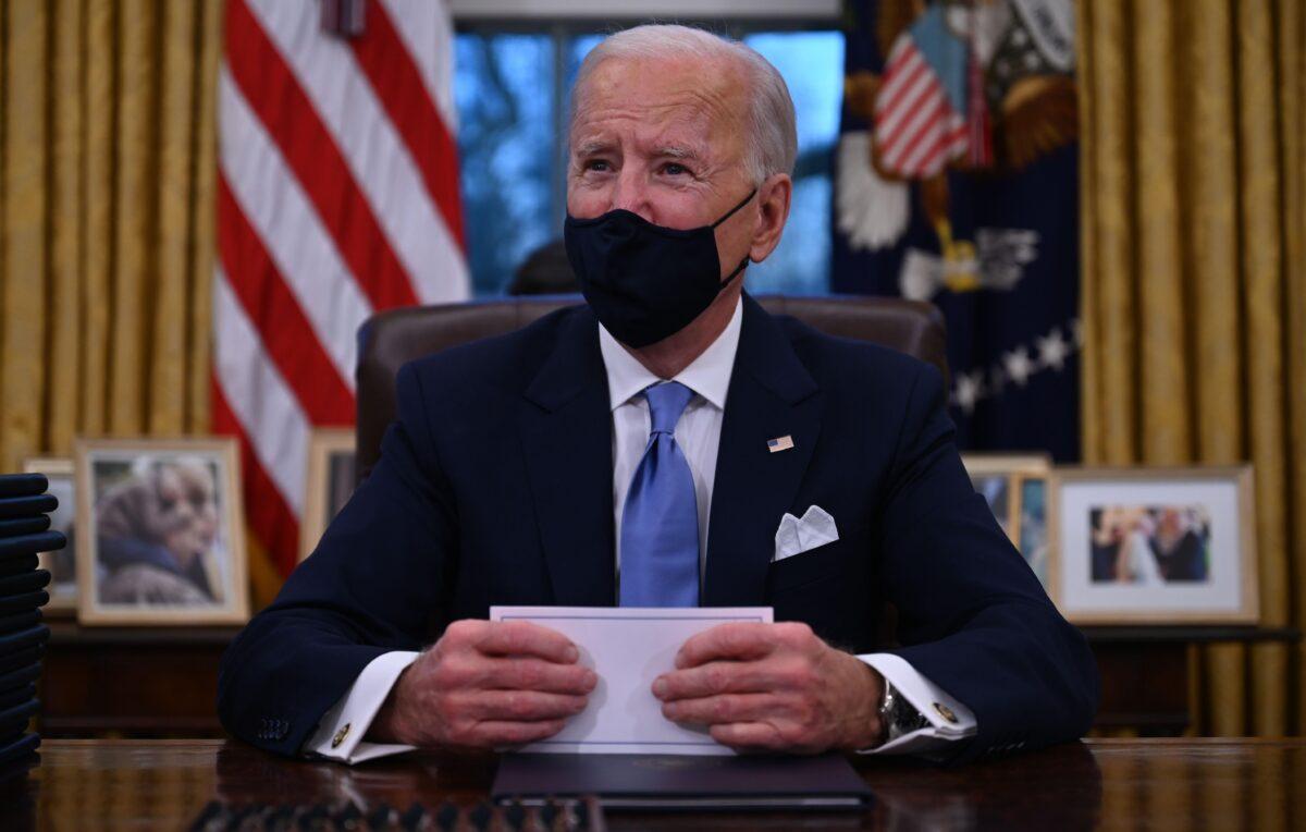 Biden Orders $15 Minimum Wage for Federal Employees, Overrides Trump Orders