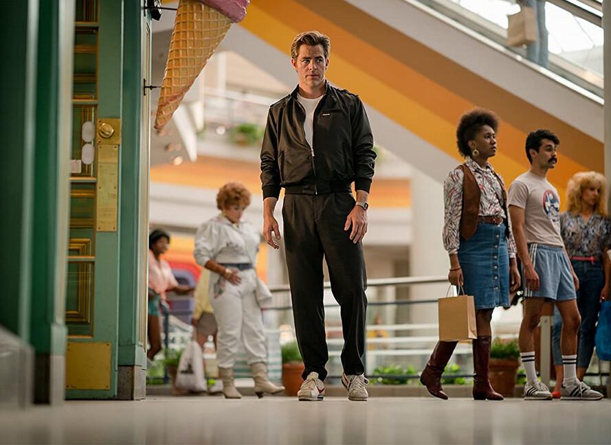 "man in shopping mall in ""Wonder Woman 1984"""