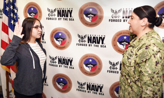 17-Year-Old Navy Recruit Sworn in by Her Own Mother, Follows in Her Footsteps as a Sailor
