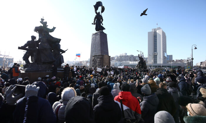 People take part in a rally in support of jailed Russian opposition leader Alexei Navalny in Vladivostok, Russia, on Jan. 23, 2021. (Sergei Shevchenko/Reuters)