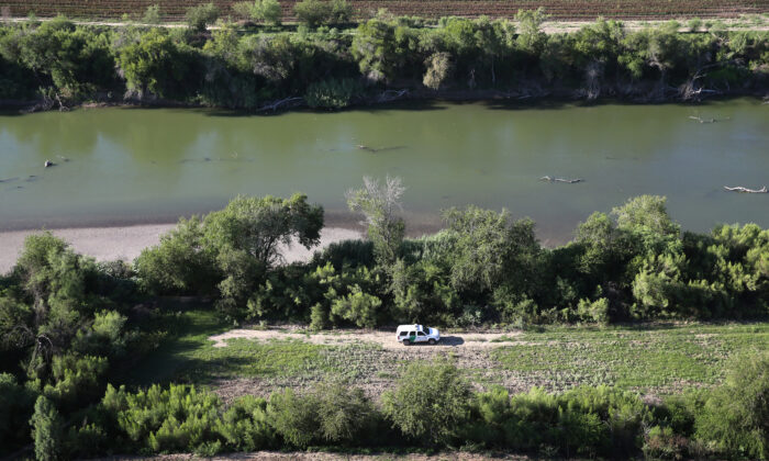 A U.S. Border Patrol vehicle moves along the Rio Grande which forms the U.S.-Mexico border near Rio Grande City, Texas on Sept. 10, 2014. (John Moore/Getty Images)