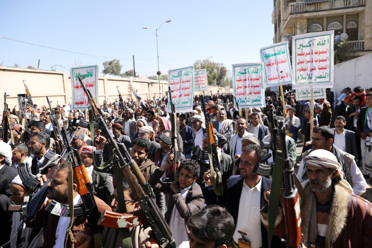 US Sanctions Houthi Military Leaders as Peace Efforts Stall