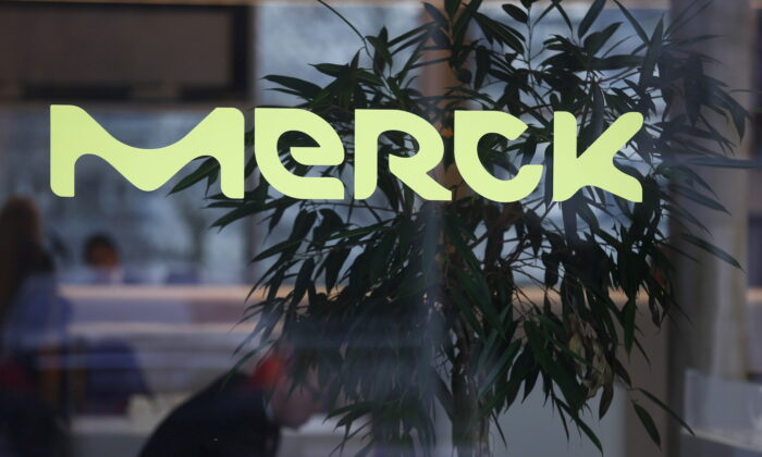 A logo of drugs and chemicals group Merck KGaA in Darmstadt, Germany, on Jan. 28, 2016. (Ralph Orlowski/Reuters)