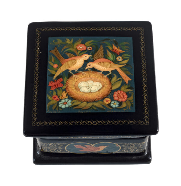 lacquer box from Mstera