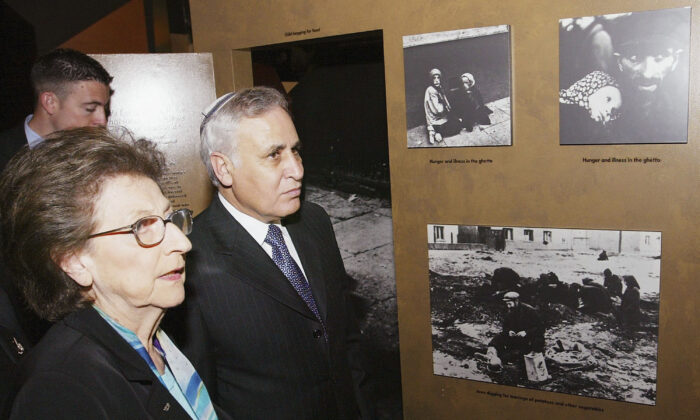 Former Israeli President Moshe Katsav on a tour of the Jewish Museum March 1, 2005 in Sydney, Australia. (Roberth Griffith-Pool/Getty Images)