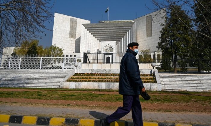 A policeman walks past the Supreme Court building in Islamabad, on Jan. 29, 2021. (Aamir Qureshi/AFP via Getty Images)