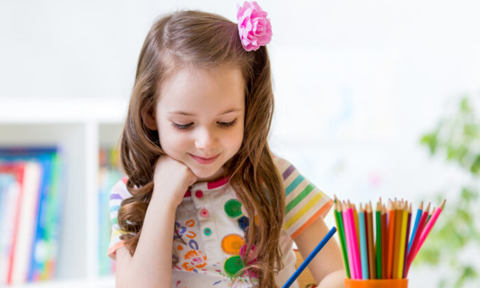 Putting together a coloring kit makes for an inexpensive gift. (Oksana Kuzmina/Shutterstock)