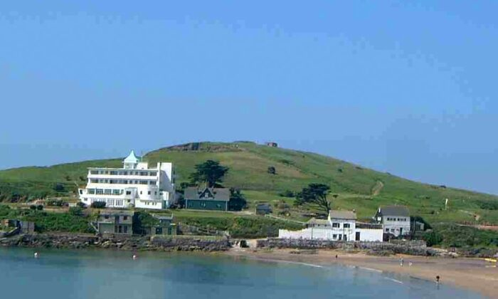 "The Art Deco Burgh Island Hotel, off England's Devon coast, was the inspiration for Agatha Christie's novel ""Evil Under the Sun."" (Mick Knapton/ CC BY-SA 2.0)"