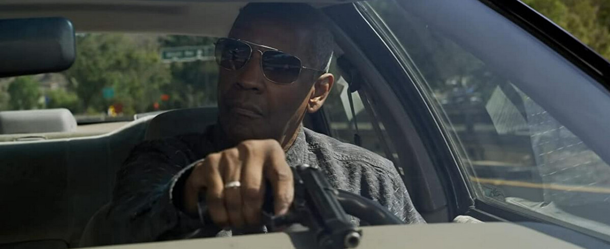 """man with pistol in car in """"The Little Things"""""""