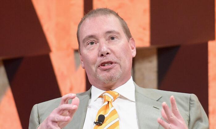Jeffrey Gundlach, CEO of DoubleLine Capital, speaks in Beverly Hills, Calif., on Oct. 3, 2017. (Matt Winkelmeyer/Getty Images)