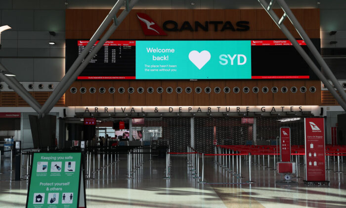 Welcome Back signage is seen at Sydney domestic airport on July 2, 2020. (Mark Metcalfe/Getty Images)