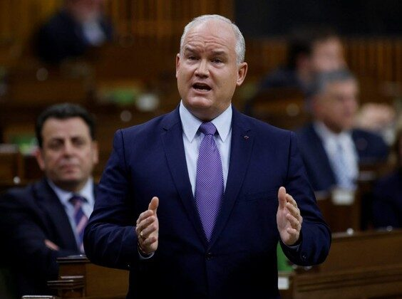 Conservative Party leader Erin O'Toole responds to the government's fiscal update, the Fall Economic Statement 2020, in the House of Commons, in Ottawa, Nov. 30, 2020. (Blair Gable/Reuters/Files)
