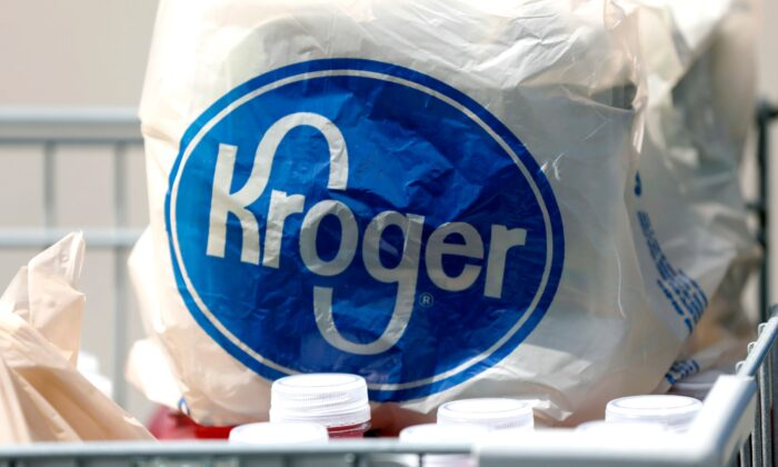 Bagged purchases from a Kroger grocery store sit in a shopping cart in Flowood, Miss., on June 15, 2017. (Rogelio V. Solis/AP Photo)
