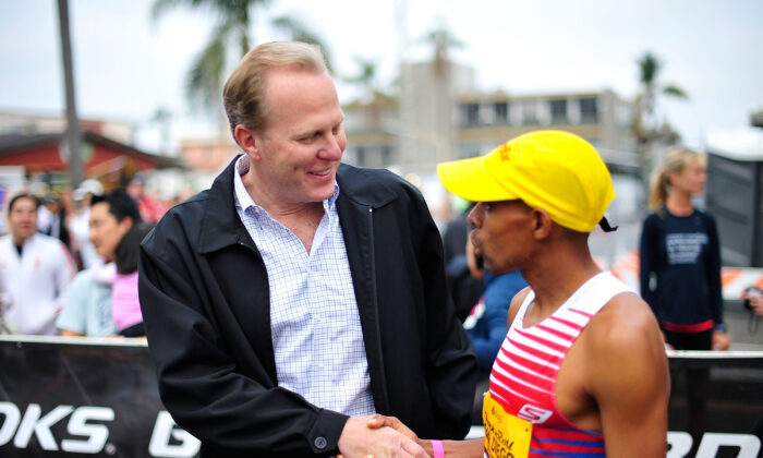 Then-San Diego Mayor Kevin Faulconer shakes hands with Boston Marathon winner Meb Keflezighi in San Diego, on June 1, 2014. (Jerod Harris/Getty Images for Rock 'n' Roll Marathon Series)