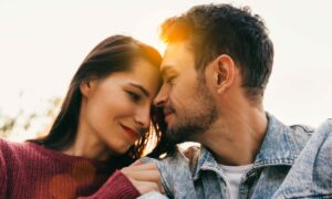 'Relationship Glasses' Shape How We See Romantic Partners