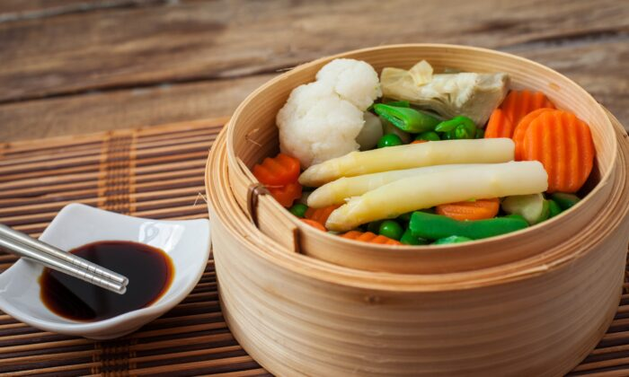 Eating with the season ensures your body is best fueled for what comes next. (Ramon grosso dolarea/Shutterstock)