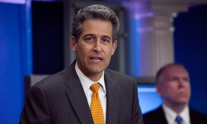 Then-CDC Acting Director Richard Besser speaks to reporters in Washington on April 26, 2009. (Brendan Hoffman/Getty Images)