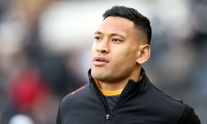 Israel Folau of Catalans Dragons warms up prior to the Betfred Super League match between Hull FC and Catalan Dragons at KCOM Stadium in Hull, England on March 1, 2020. (Nigel Roddis/Getty Images)