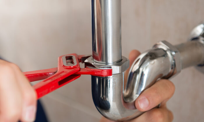 A leaky pipe can be an easy fix. (Rido/Shutterstock)