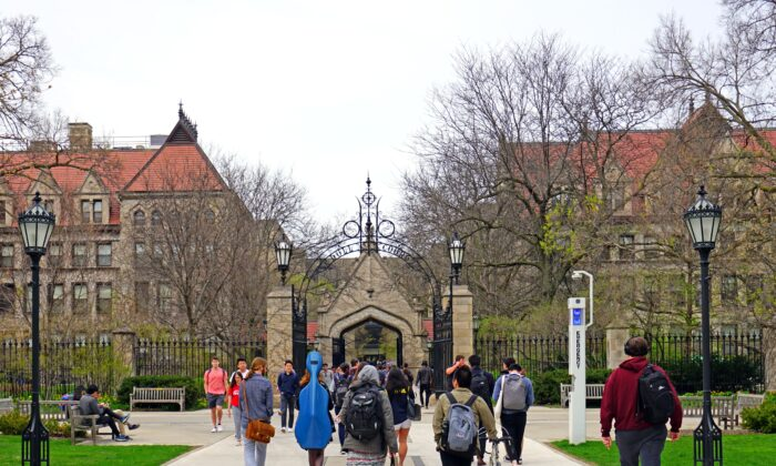 Students walk on the campus of the University of Chicago in Chicago, Illinois, in a file photo. (EQRoy/Shutterstock)