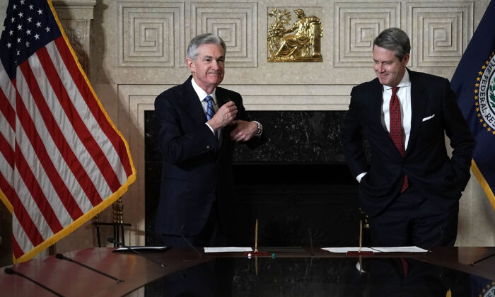 Federal Reserve Chair Jerome Powell (L) during his swearing-in ceremony officiated by Vice Chair for Supervision Randal K. Quarles (R) in Washington, on Feb. 5, 2018. (Alex Wong/Getty Images)