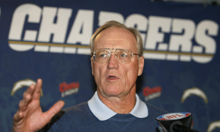 San Diego Chargers head coach Marty Schottenheimer answers a question at a news conference in San Diego, on Jan. 17, 2007. (Denis Poroy/AP Photo)