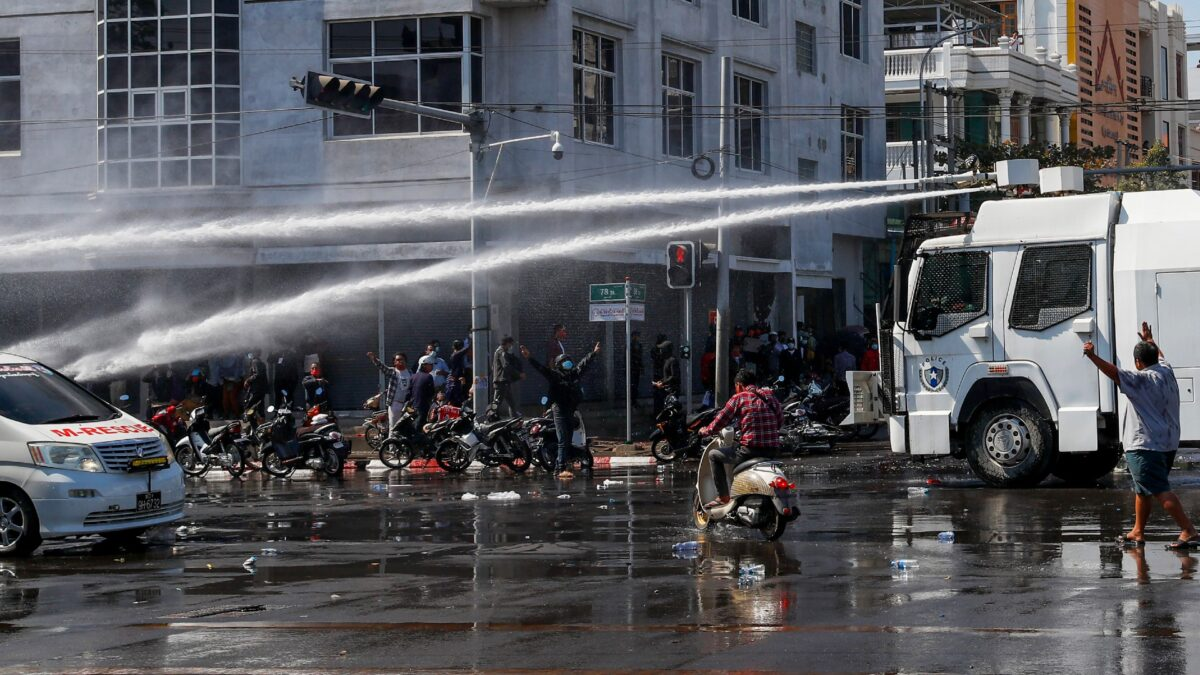 Police use water cannons