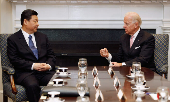 Then-U.S. Vice President Joe Biden, a Democrat, (R) and then Chinese Vice Chair Xi Jinping talk during an expanded bilateral meeting with other U.S. and Chinese officials in the Roosevelt Room at the White House in Washington on Feb. 14, 2012. (Chip Somodevilla/Getty Images)