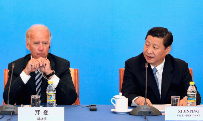 Then-Chinese Vice Chairman Xi Jinping (R) and then- U.S. Vice President Joe Biden speak with Chinese business leaders at the Beijing Hotel in Beijing, on Aug. 19, 2011. (Lintao Zhang/Getty Images)