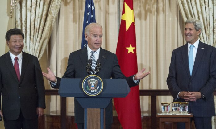 Chinese Communist Party leader Xi Jinping (L) and then-U.S. Secretary of State John Kerry (R) listen as then-U.S. Vice President Joe Biden speaks during a State Luncheon for China hosted by Kerry at the Department of State in Washington, D.C., on Sept. 25, 2015. (Paul J. Richards/AFP via Getty Images)