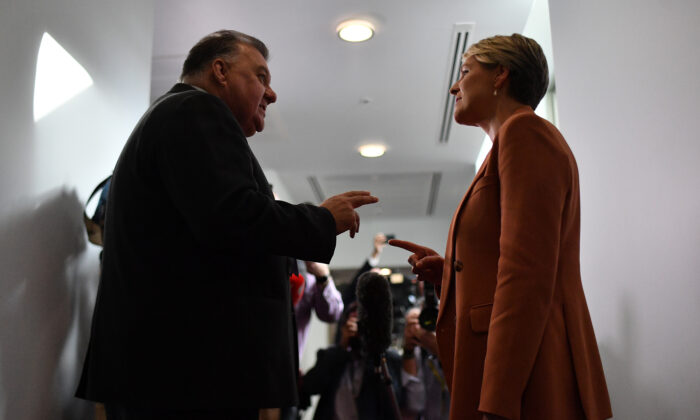 Member for Hughes Craig Kelly and Member for Sydney Tanya Plibersek argue in the Media Gallery at Parliament House in Canberra, Australia, on Feb. 3, 2021. (Sam Mooy/Getty Images)