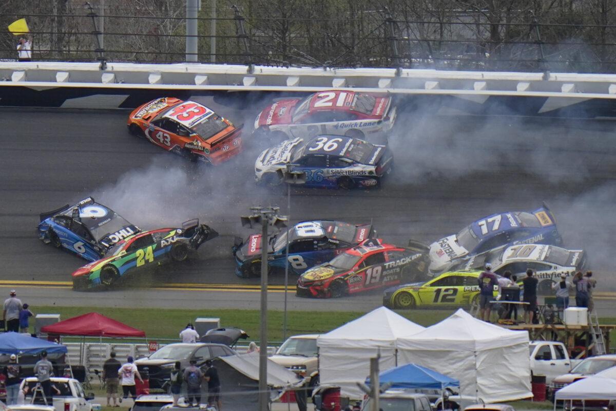 racers-crash-