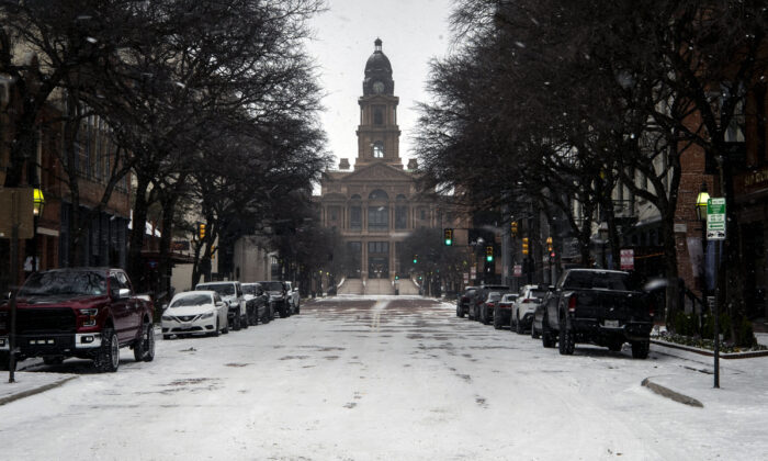 Snow is shown along Main Street near the Tarrant County Courthouse in Fort Worth, Texas, Sunday, Feb. 14, 2021. (Yffy Yassifor/Star-Telegram via AP)