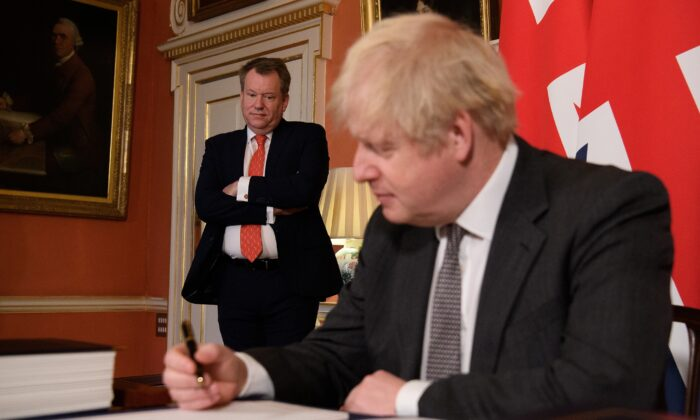 UK chief negotiator David Frost looks on as Britain's Prime Minister Boris Johnson poses for a picture after signing the Brexit trade deal with the EU at number 10 Downing Street in London, Britain, on Dec. 30, 2020. (Leon Neal/Pool via Reuters)