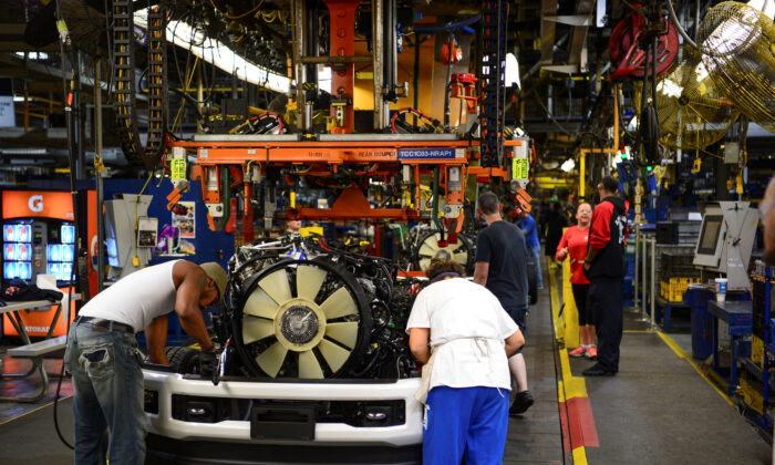 Workers assemble a Ford truck at the new Louisville Ford truck plant in Louisville, Kentucky, on Sept. 30, 2016.  (Bryan Woolston/Reuters)