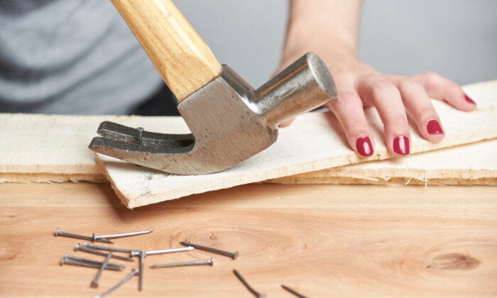 Extracting nails from scrap wood seems to be a simple enough task, but it is time-consuming. (Carolina Jaramillo/Shutterstock)