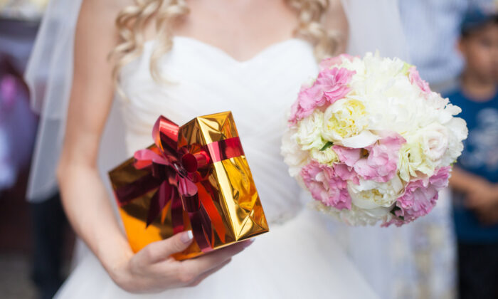 How can you give a great wedding gift without overspending? That requires some planning. (IVASHstudio/Shutterstock)