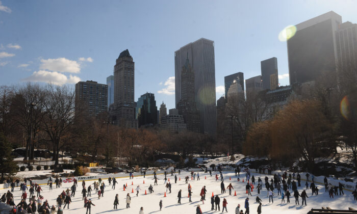 People ice skate at Wollman Rink In Central Park, New York City, on Jan. 31, 2009. (Brad Barket/Getty Images)