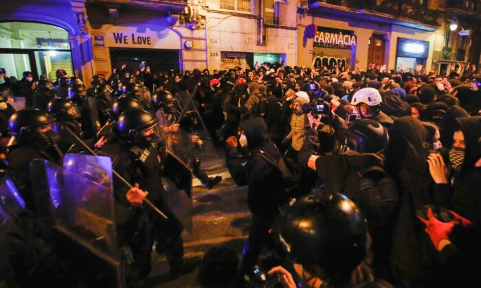 Demonstrators clash with police as supporters of arrested Catalan rapper Pablo Hasel protest in Barcelona, Spain, on Feb. 20, 2021. (Albert Gea/Reuters)