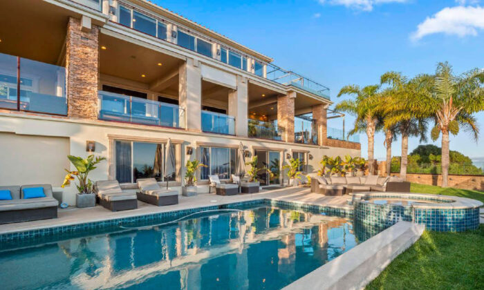 Rambla Villa in Malibu provides an option to a hotel stay for a Southern California vacation. (Courtesy of Villas of Distinction)