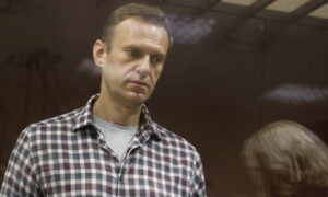 Hunger-Striking Navalny Being Transferred to Hospital