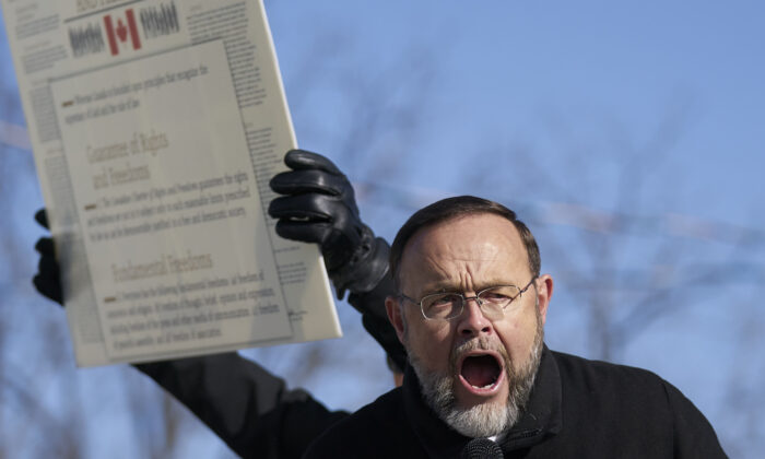 Dozens Rally Against Arrest of Pastor Who Defied COVID-19 Lockdown Orders