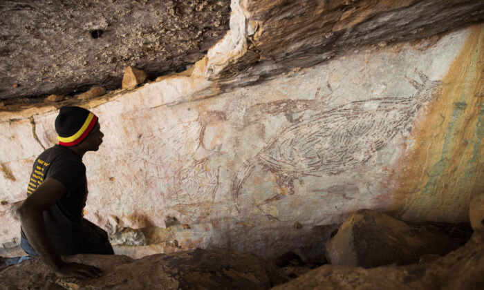 Researchers have used radiocarbon dating to determine that the painting is 17,000 years old. (Supplied by University of Western Australia)