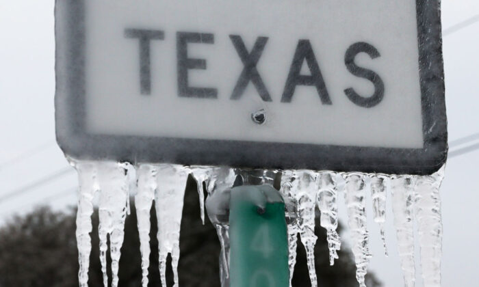 Icicles hang off the  State Highway 195 sign in Killeen, Texas, on Feb. 18, 2021. (Joe Raedle/Getty Images)