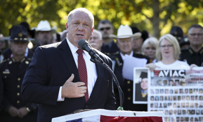 Former acting ICE Director Tom Homan speaks at an event for Angel families and sheriffs outside the Capitol building in Washington on Sept. 25, 2019. (Samira Bouaou/The Epoch Times)