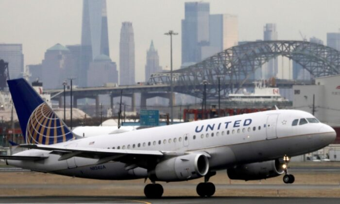 A United Airlines passenger jet takes off at Newark Liberty International Airport, N.J., on Dec. 6, 2019. (Chris Helgren/Reuters)