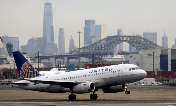 A United Airlines passenger jet takes off at Newark Liberty International Airport, N.J., on Dec. 6, 2019. (Chris Helgren/Reuters)
