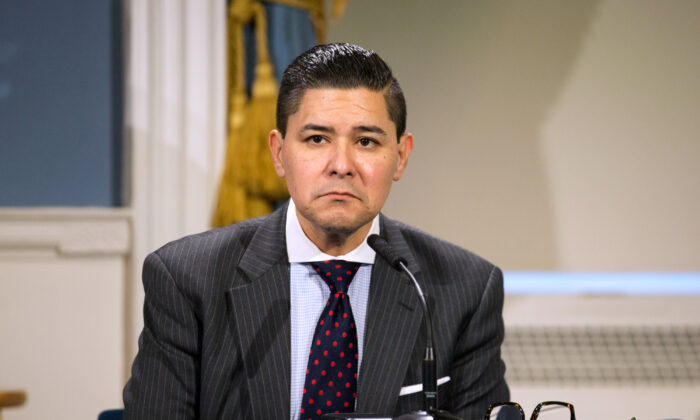 DOE Chancellor Richard Carranza joined Mayor Bill de Blasio at a press conference on March 19, 2020 in New York City. (William Farrington-Pool/Getty Images)