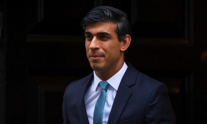 Britain's Chancellor of the Exchequer Rishi Sunak leaves Downing Street, in London, Britain, on Nov. 25, 2020. (Henry Nicholls/Reuters)